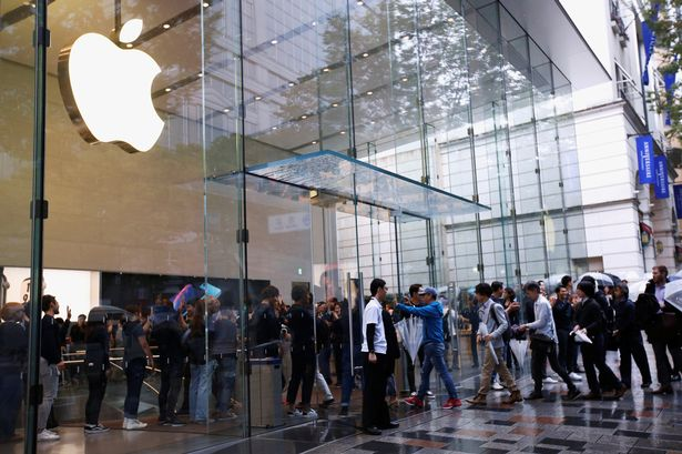 Apple experienta stat la coada